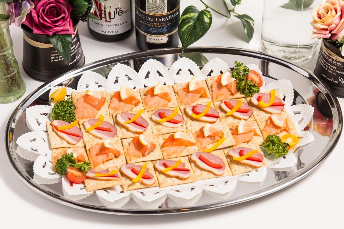 鴨の燻製とサーモンリエットのカナッペ