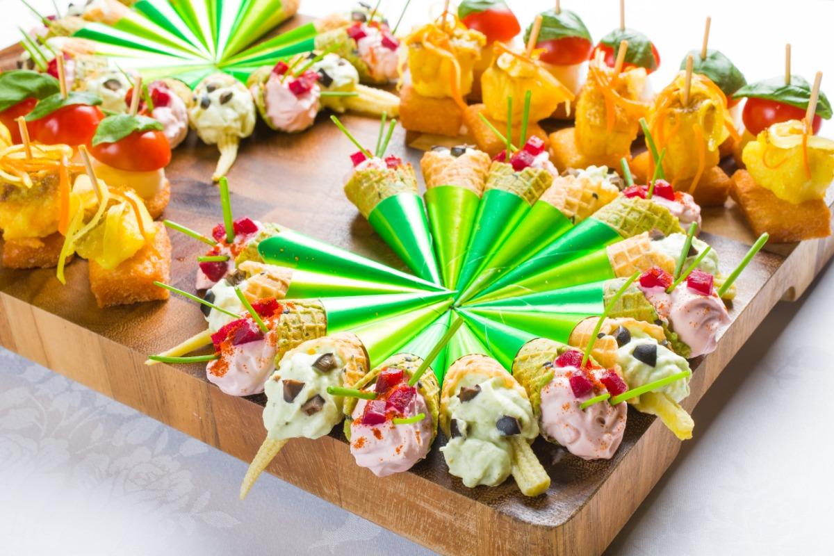 自家製ピンチョス盛合わせ お洒落で食べやすい。色とりどりにきらめくフィンガーフード。