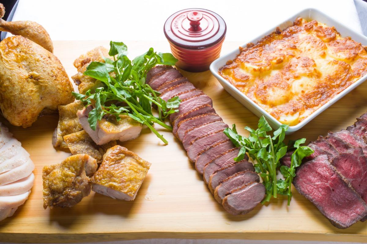 炭火焼グリルプレート ケータリングでは難しいお肉料理も、極上のしっとりとした柔らかさ。