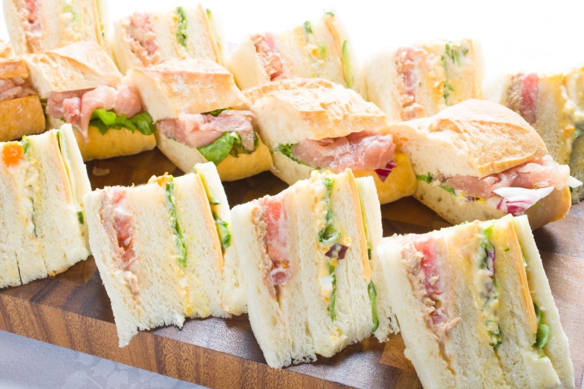 mixサンドウィッチとカスクルート盛合わせ フレンチの小技が利いたワンランク上の味わい。