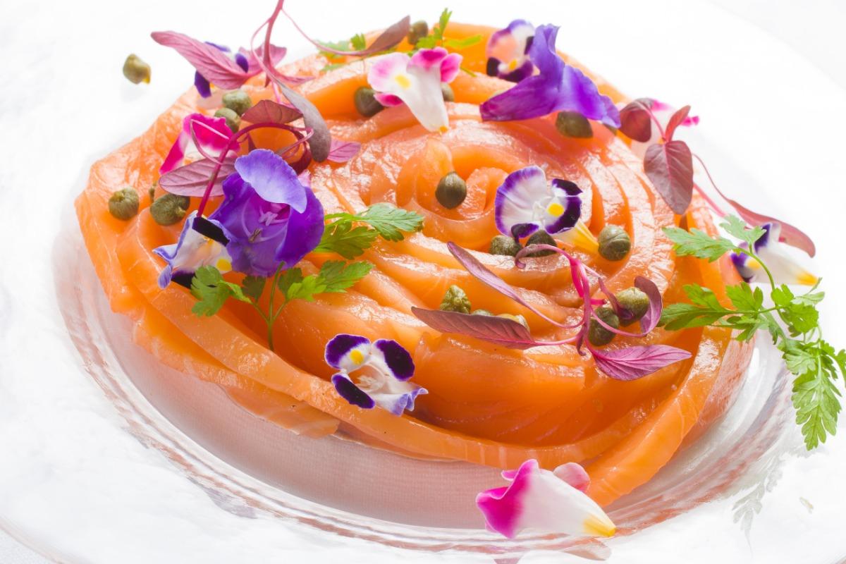 自家製サーモンのマリネ オレンジ色のふくよかなその身は、とろんととろける繊細さ。