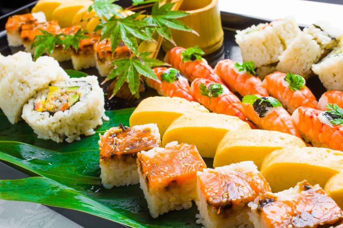 握り鮨盛合わせ 和食の道で30年を越えるキャリアを持つ「すし紺や」料理長 渡邉 裕匡が手掛ける、珠玉の味わい。