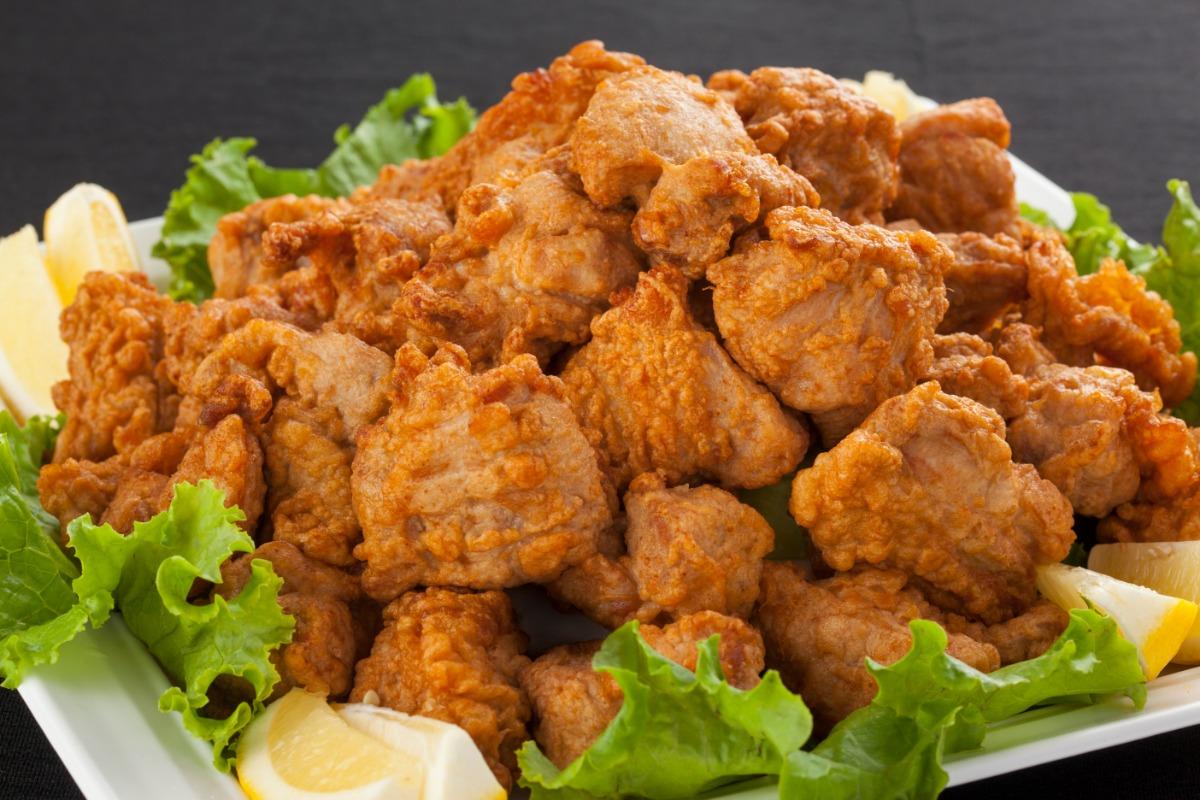 若鶏唐揚 柔らかな若鶏を食べ応えのあるサイズで「若鶏唐揚」