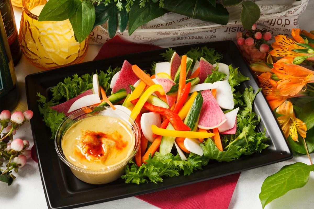 ひよこ豆のフムス~スティック野菜を添えて~ ひとつ、またひとつと手が伸びる、ひよこ豆のほっくりとした味わい。