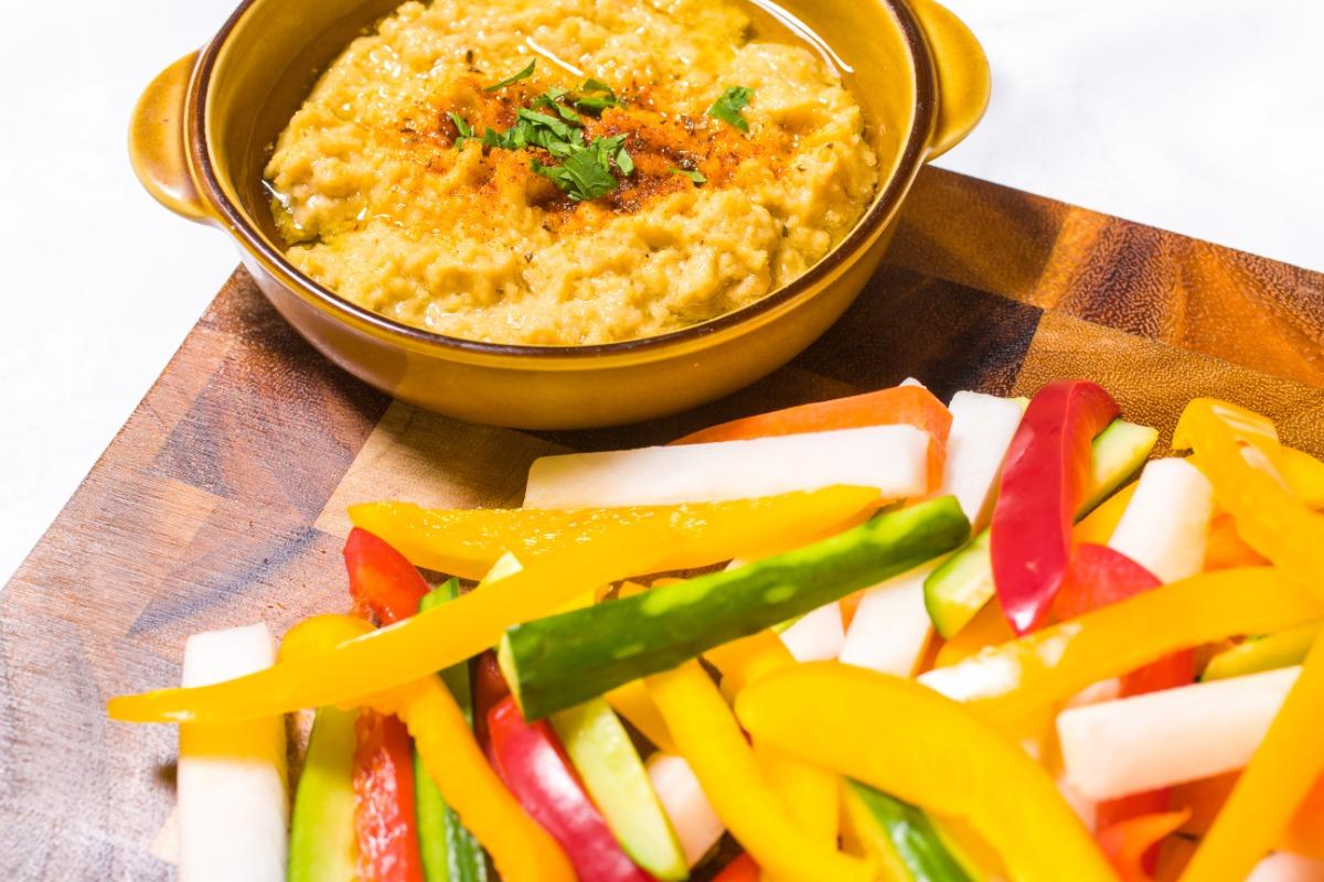 ひよこ豆のフムス~スティック野菜を添えて~ ひとつ、またひとつと手が伸びる、ひよこ豆のほっくりとした味わい