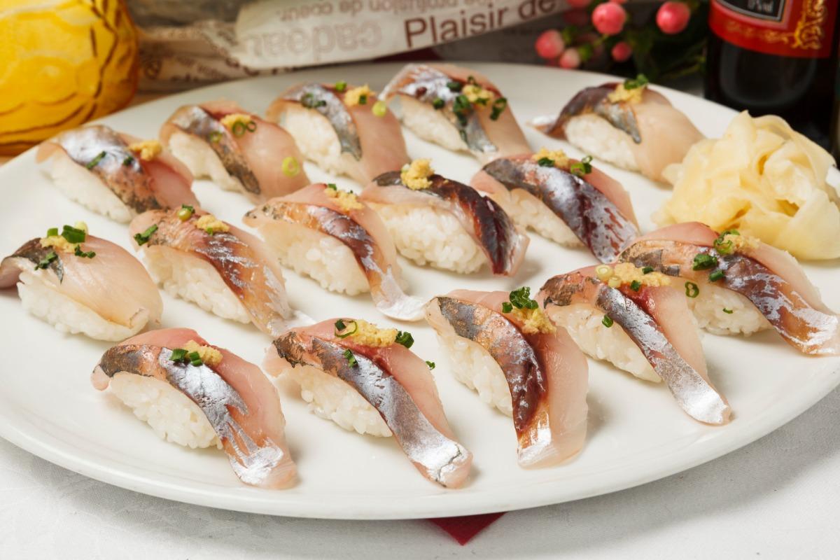 握り寿司2種 ネタは旬の新鮮なものを厳選。