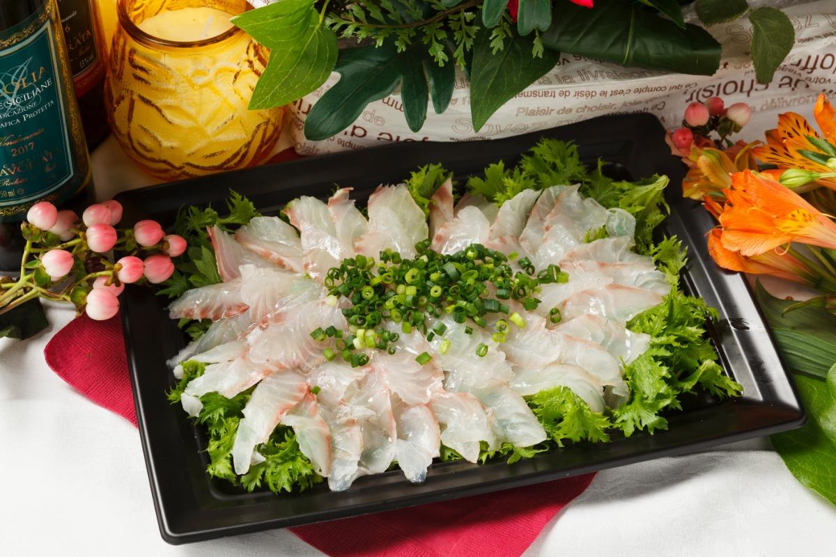 真鯛のカルパッチョ 新鮮な真鯛を贅沢に使用。