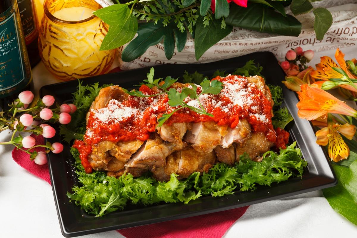 大山鶏もも肉のグリル~オレガノとトマトのソース~ 後味さっぱりで大人の味わいのジューシーなもも肉